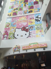 Hello kitty town is just walking distance from our hotel. ^^